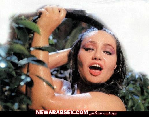 التحرش بليلى علوي في ميدان التحرير و صور ساخنة بقميص نوم مثير فاضح شفاف